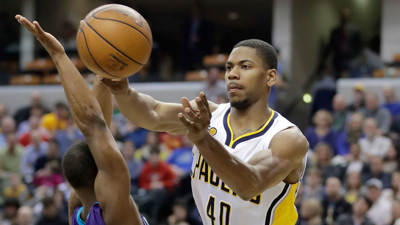 INDIANAPOLIS, IN - MARCH 15: Glenn Robinson III #40 of the Indiana Pacers passes the ball during the game against the Charlotte Hornets at Bankers Life Fieldhouse on March 15, 2017 in Indianapolis, Indiana. NOTE TO USER: User expressly acknowledges and agrees that, by downloading and or using this photograph, User is consenting to the terms and conditions of the Getty Images License Agreement (Photo by Andy Lyons/Getty Images)