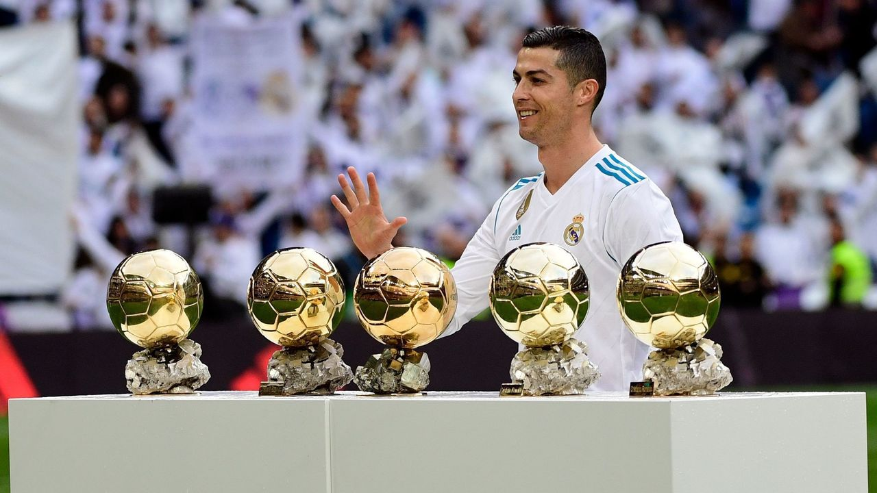 Real Madrid's Portuguese forward Cristiano Ronaldo poses with his five Ballon d'Or trophies ahead of the Spanish league football match between Real Madrid and Sevilla at the Santiago Bernabeu Stadium in Madrid on December 9, 2017. / AFP PHOTO / PIERRE-PHILIPPE MARCOU
