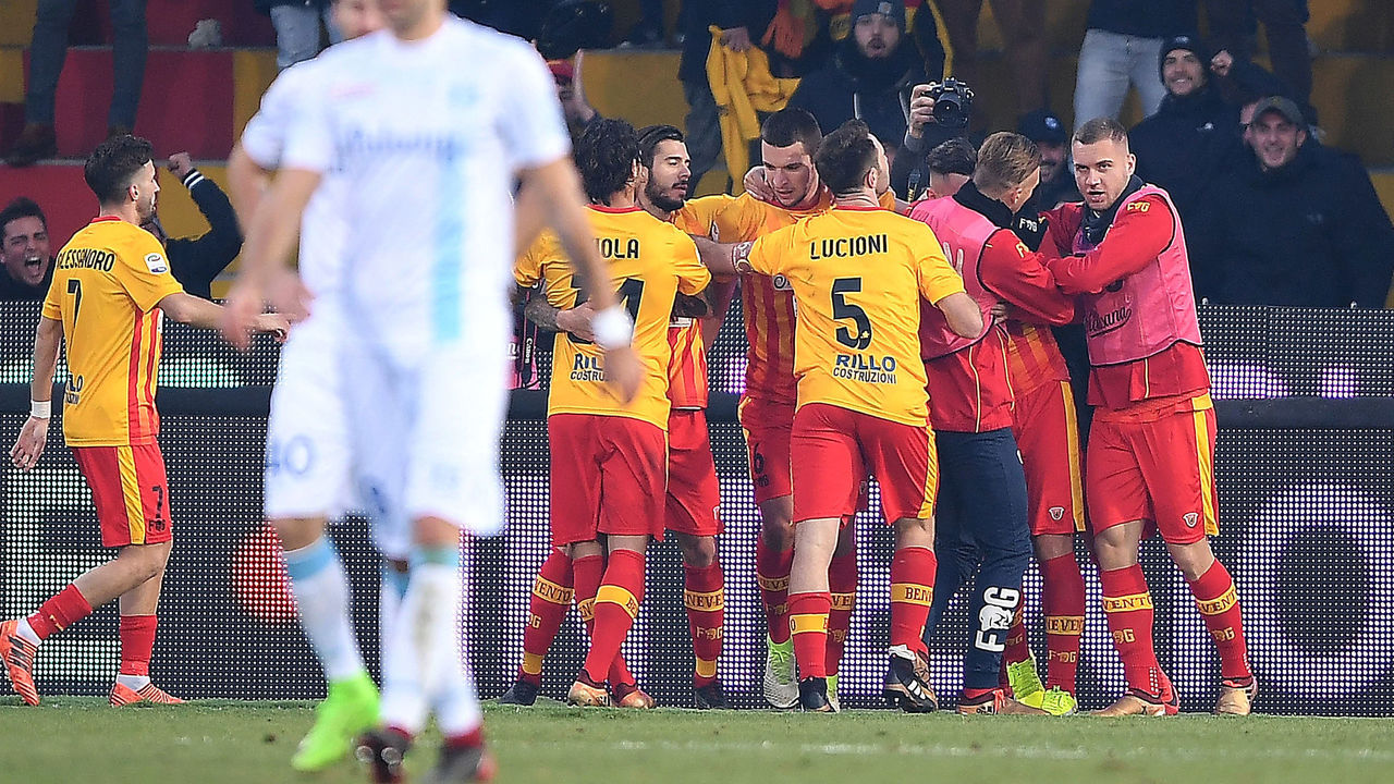 BENEVENTO, ITALY - DECEMBER 30: Players of Benevento Calcio celebrates after Massimo Coda scored the 1-0 goal, beside the disappointment of players of AC Chievo Verona during the serie A match between Benevento Calcio and AC Chievo Verona at Stadio Ciro Vigorito on December 30, 2017 in Benevento, Italy.