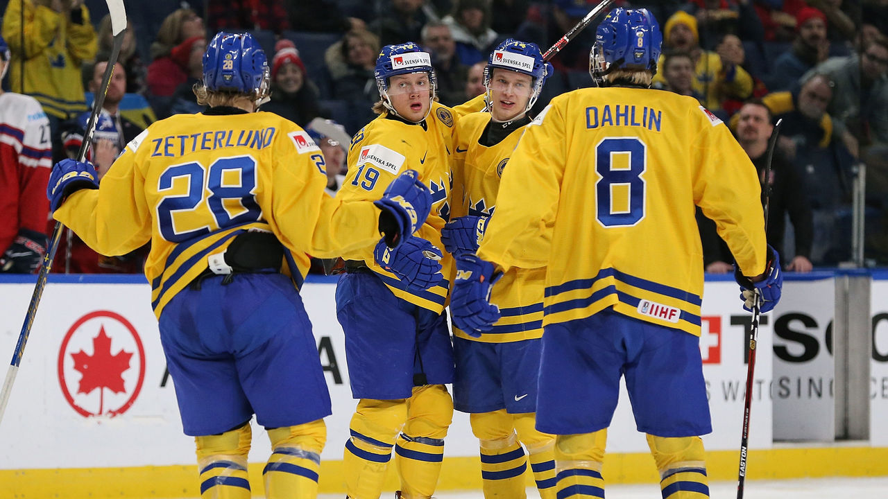 BUFFALO, NY - DECEMBER 28: Alexander Nylander #19 of Sweden celebrates with teammates after scoring a goal in the third period against Czech Republic during the IIHF World Junior Championship at KeyBank Center on December 28, 2017 in Buffalo, New York. Sweden beat Czech Republic 3-1.