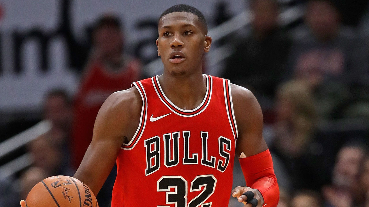 CHICAGO, IL - NOVEMBER 17: Kris Dunn #32 of the Chicago Bulls brings the ball up the court against the Charlotte Hornets at the United Center on November 17, 2017 in Chicago, Illinois. The Bulls defeated the Hornets 123-120.