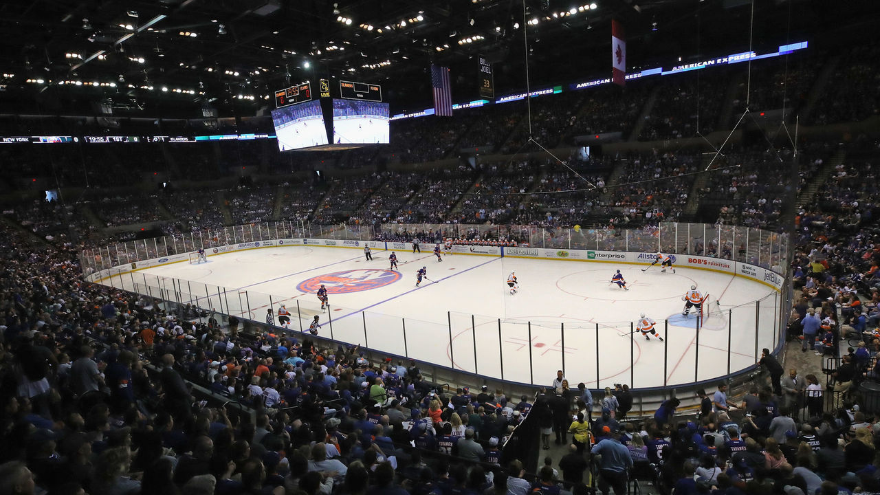 UNIONDALE, NY - SEPTEMBER 17: The New York Islanders play against the Philadelphia Flyers during a preseason game at the Nassau Veterans Memorial Coliseum on September 17, 2017 in Uniondale, New York.