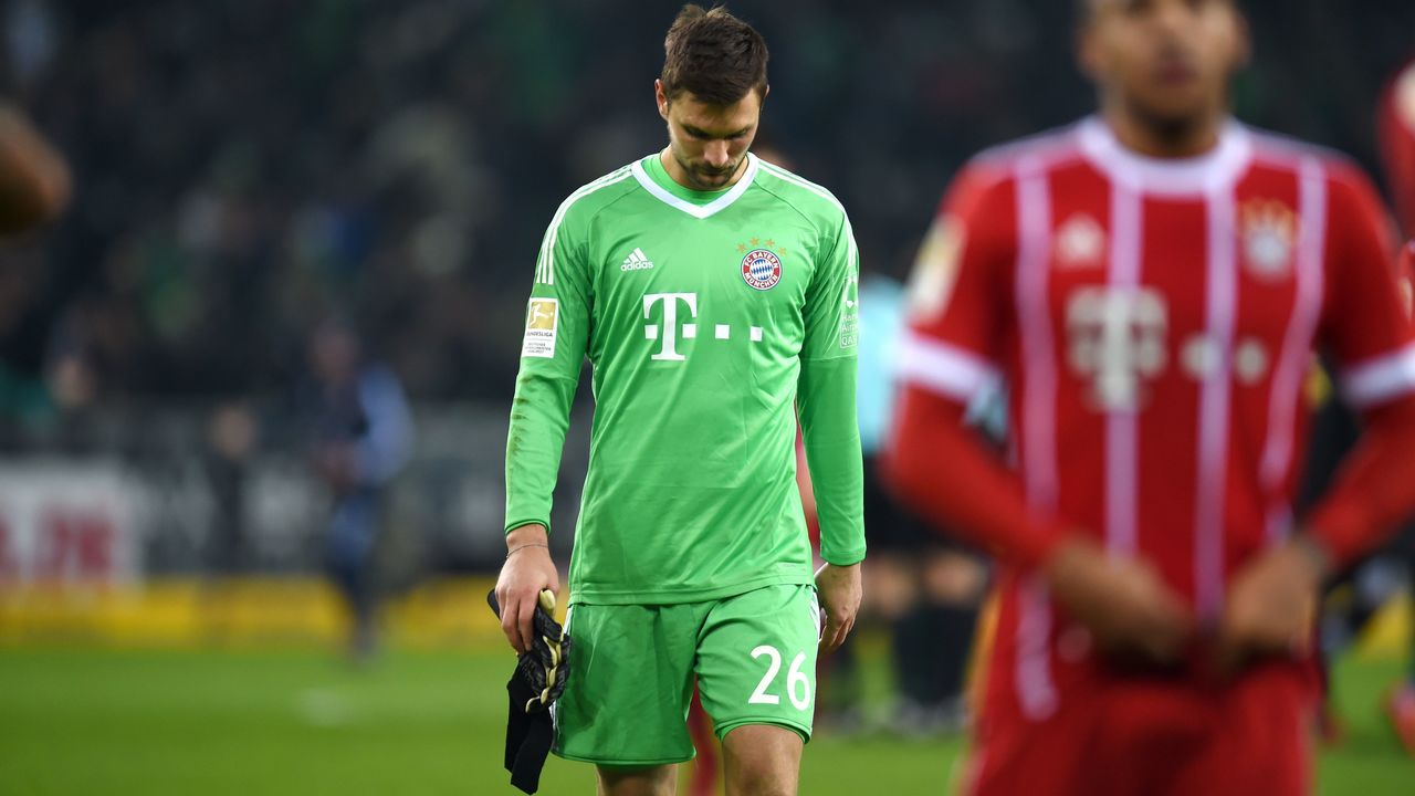 Bayern Munich's goalkeeper Sven Ulreich reacts at the end of the German First division Bundesliga football match Borussia Moenchengladbach vs Bayern Munich in Moenchengladbach, western Germany, on November 25, 2017. / AFP PHOTO / PATRIK STOLLARZ / RESTRICTIONS: DURING MATCH TIME: DFL RULES TO LIMIT THE ONLINE USAGE TO 15 PICTURES PER MATCH AND FORBID IMAGE SEQUENCES TO SIMULATE VIDEO. == RESTRICTED TO EDITORIAL USE == FOR FURTHER QUERIES PLEASE CONTACT DFL DIRECTLY AT + 49 69 650050