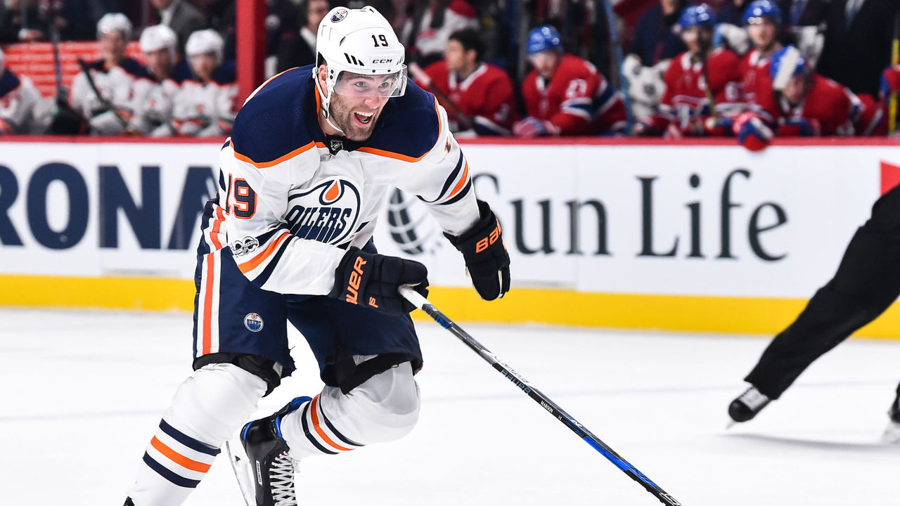 MONTREAL, QC - DECEMBER 09: Patrick Maroon #19 of the Edmonton Oilers skates against the Montreal Canadiens during the NHL game at the Bell Centre on December 9, 2017 in Montreal, Quebec, Canada. The Edmonton Oilers defeated the Montreal Canadiens 6-2.