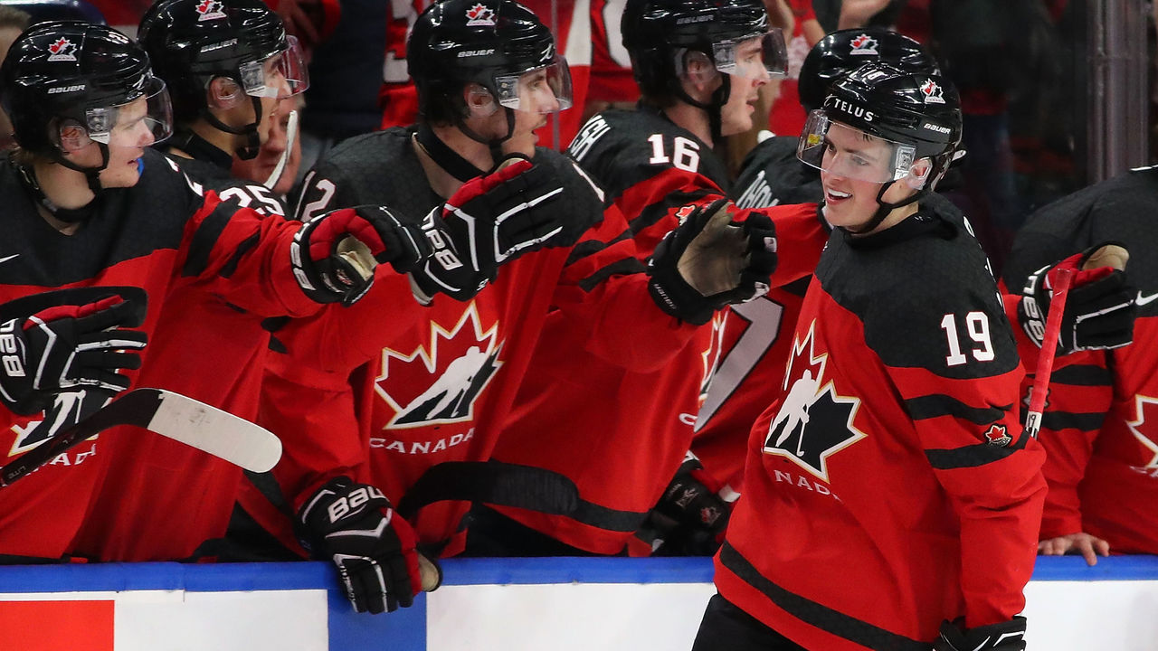 BUFFALO, NY - JANUARY 4: Drake Batherson #19 of Canada celebrates with the bench after scoring on the Czech Republic during the IIHF World Junior Championship at KeyBank Center on January 4, 2018 in Buffalo, New York. Canada beat the Czech Republic 7-2.