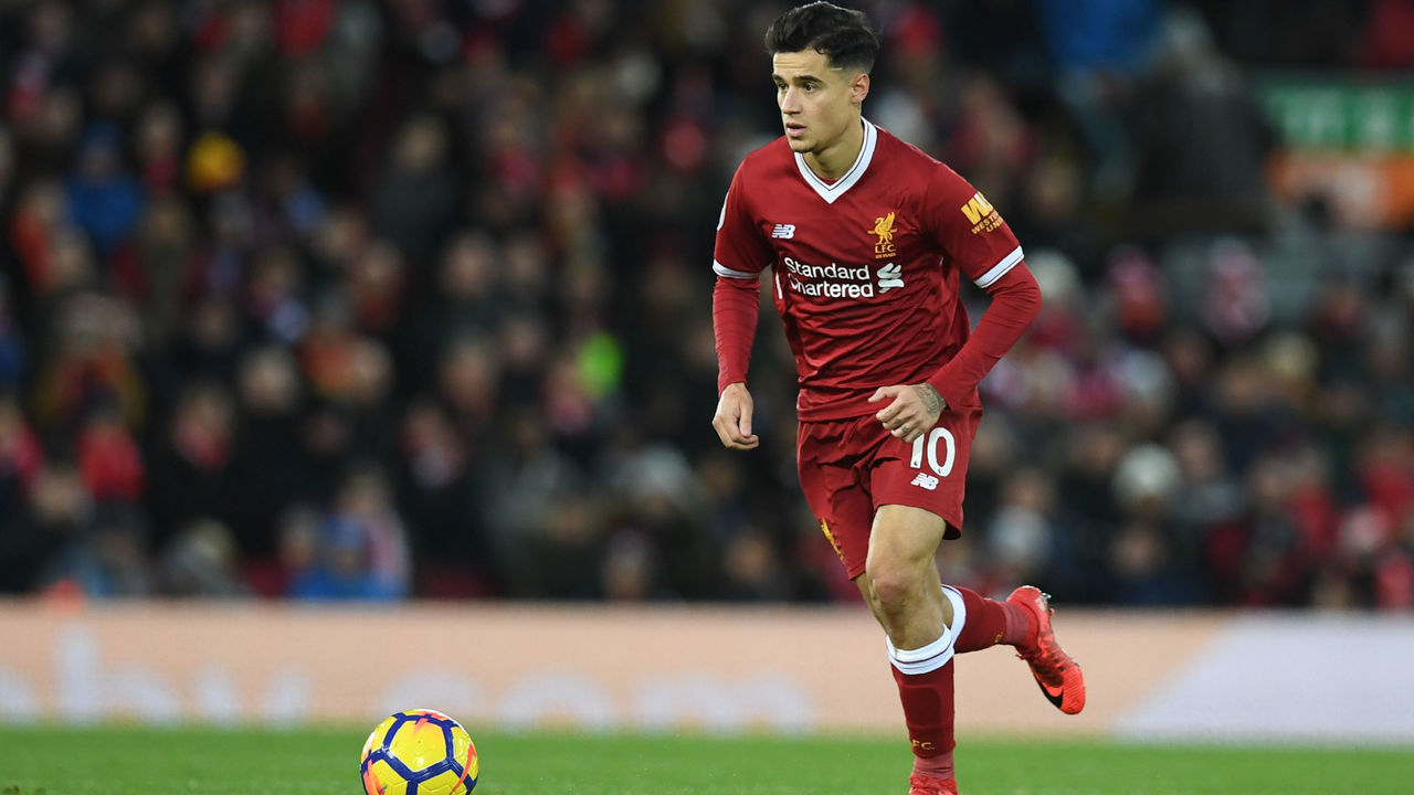 Liverpool's Brazilian midfielder Philippe Coutinho controls the ball during the English Premier League football match between Liverpool and Leicester at Anfield in Liverpool, north west England on December 30, 2017. / AFP PHOTO / Paul ELLIS /