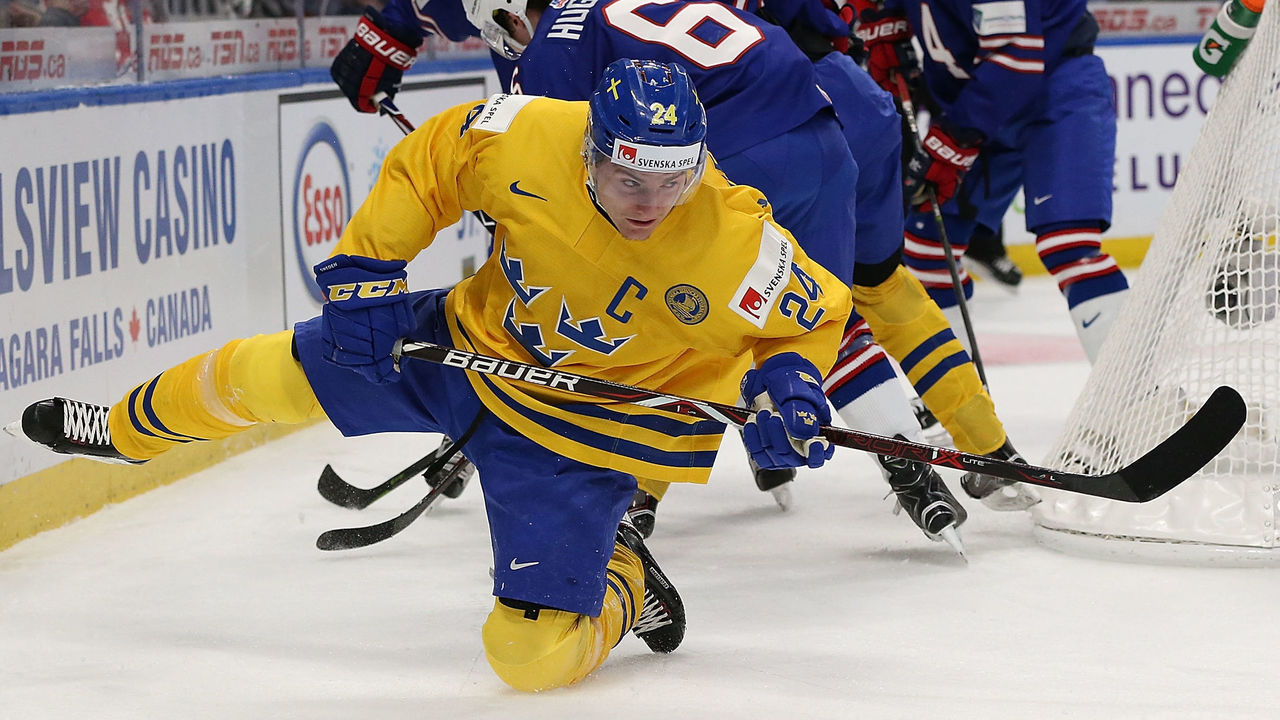 BUFFALO, NY - JANUARY 4: Lias Andersson #24 of Sweden passes the puck from behind the United States net in the first period during the IIHF World Junior Championship at KeyBank Center on January 4, 2018 in Buffalo, New York.