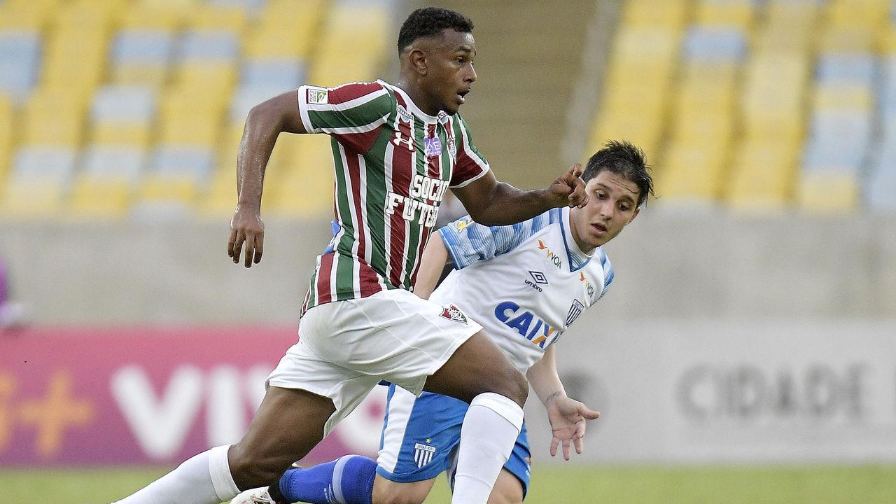 RIO DE JANEIRO, BRAZIL - OCTOBER 15: Wendel of Fluminense runs with the ball during the match between Fluminense and Avai as part of Brasileirao Series A 2017 at Maracana Stadium on October 15, 2017 in Rio de Janeiro, Brazil.