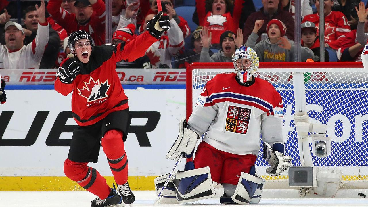 BUFFALO, NY - JANUARY 4: Drake Batherson #19 of Canada celebrates after scoring on Josef Korenar #30 of Czech Republic during the IIHF World Junior Championship at KeyBank Center on January 4, 2018 in Buffalo, New York. Canada beat the Czech Republic 7-2.