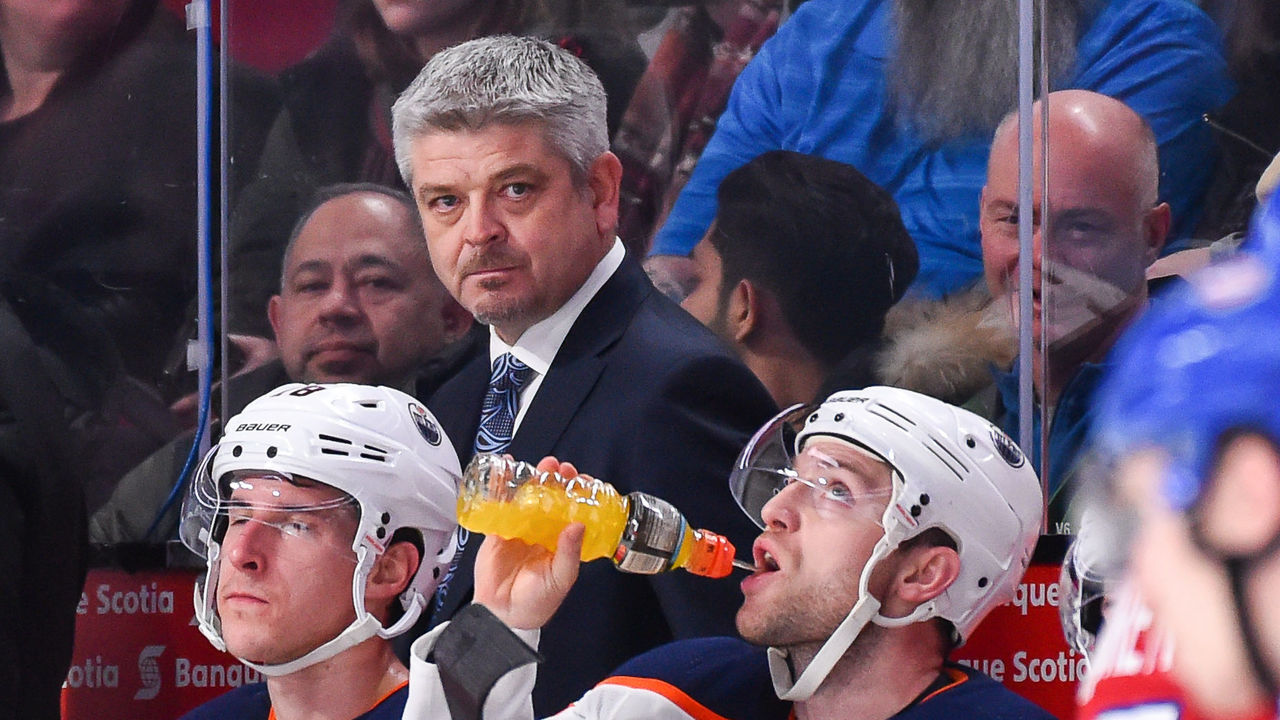 MONTREAL, QC - DECEMBER 09: Head coach of the Edmonton Oilers Todd McLellan looks on from behind the bench against the Montreal Canadiens during the NHL game at the Bell Centre on December 9, 2017 in Montreal, Quebec, Canada. The Edmonton Oilers defeated the Montreal Canadiens 6-2.