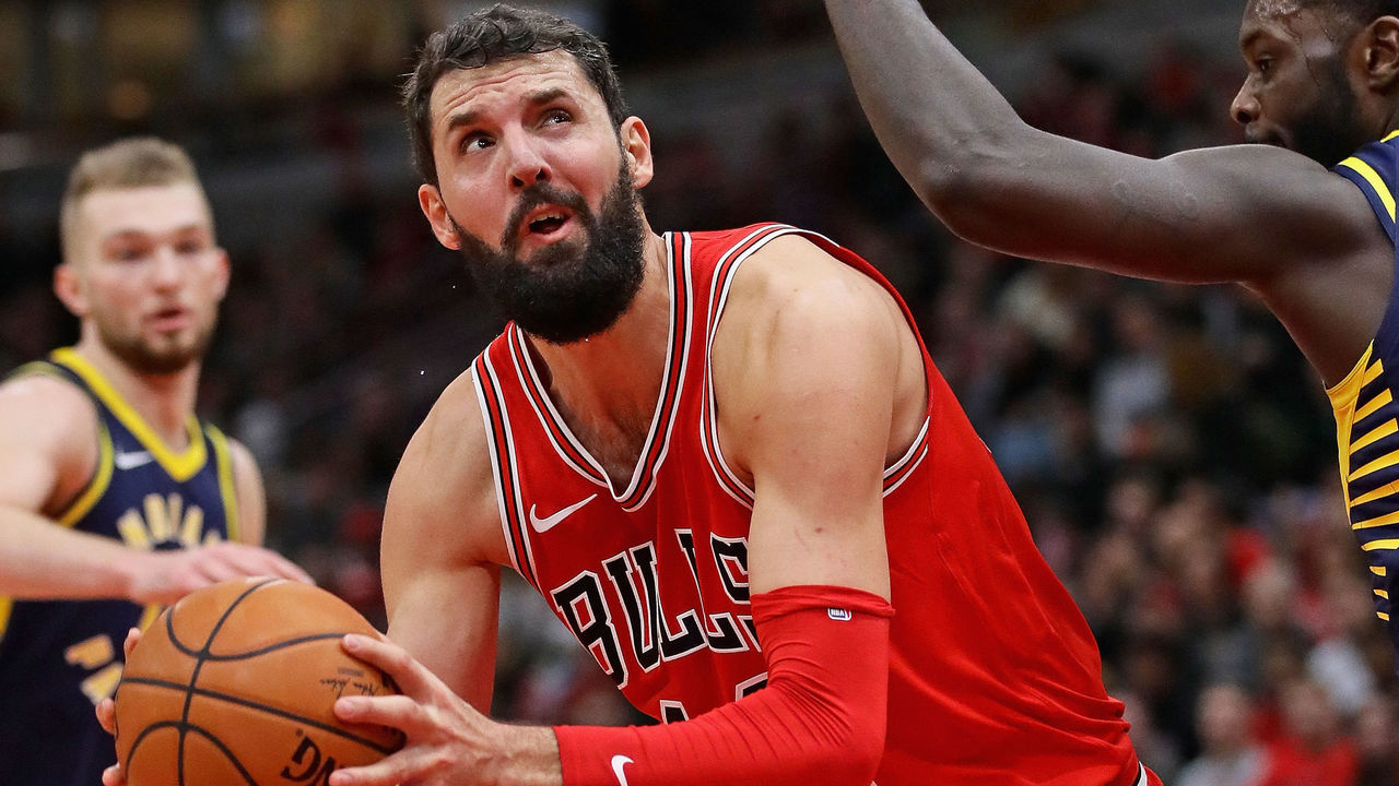 CHICAGO, IL - DECEMBER 29: Nikola Mirotic #44 of the Chicago Bulls moves against Lance Stephenson #1 of the Indiana Pacers at the United Center on December 29, 2017 in Chicago, Illinois. The Bulls defeated the Pacers 119-107.