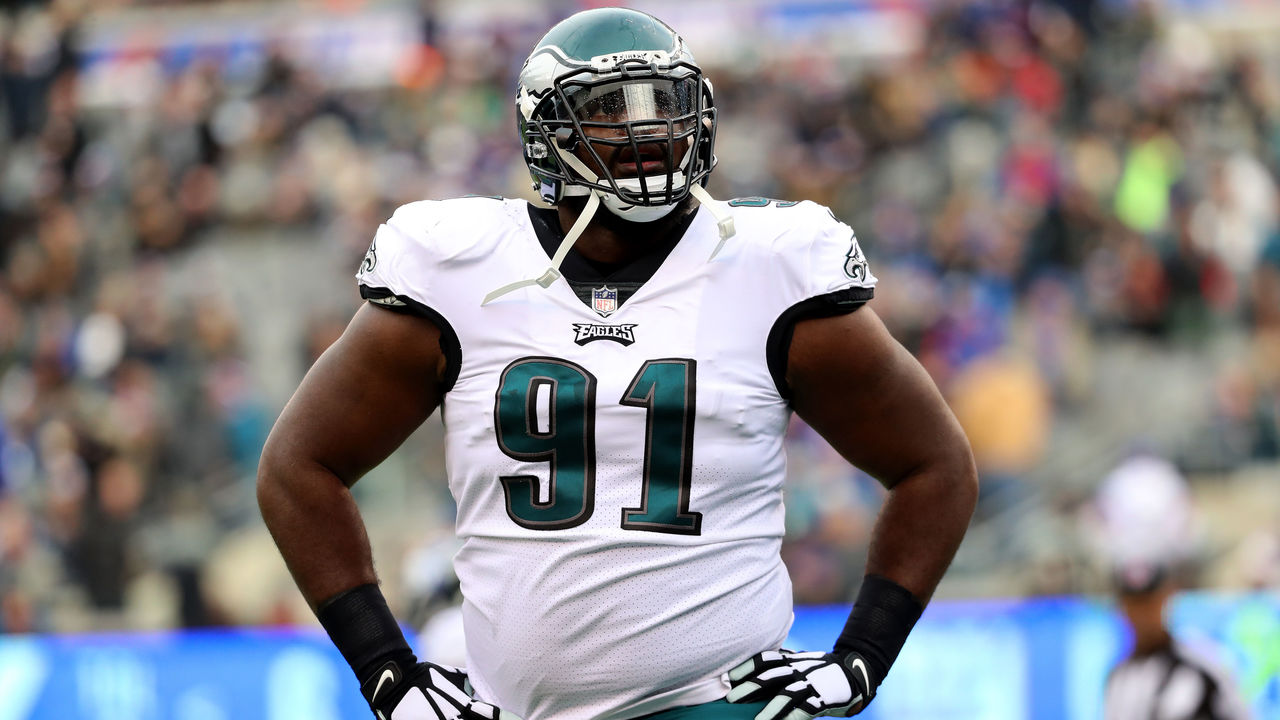 EAST RUTHERFORD, NJ - DECEMBER 17: Fletcher Cox #91 of the Philadelphia Eagles reacts against the New York Giants during the first quarter in the game at MetLife Stadium on December 17, 2017 in East Rutherford, New Jersey.