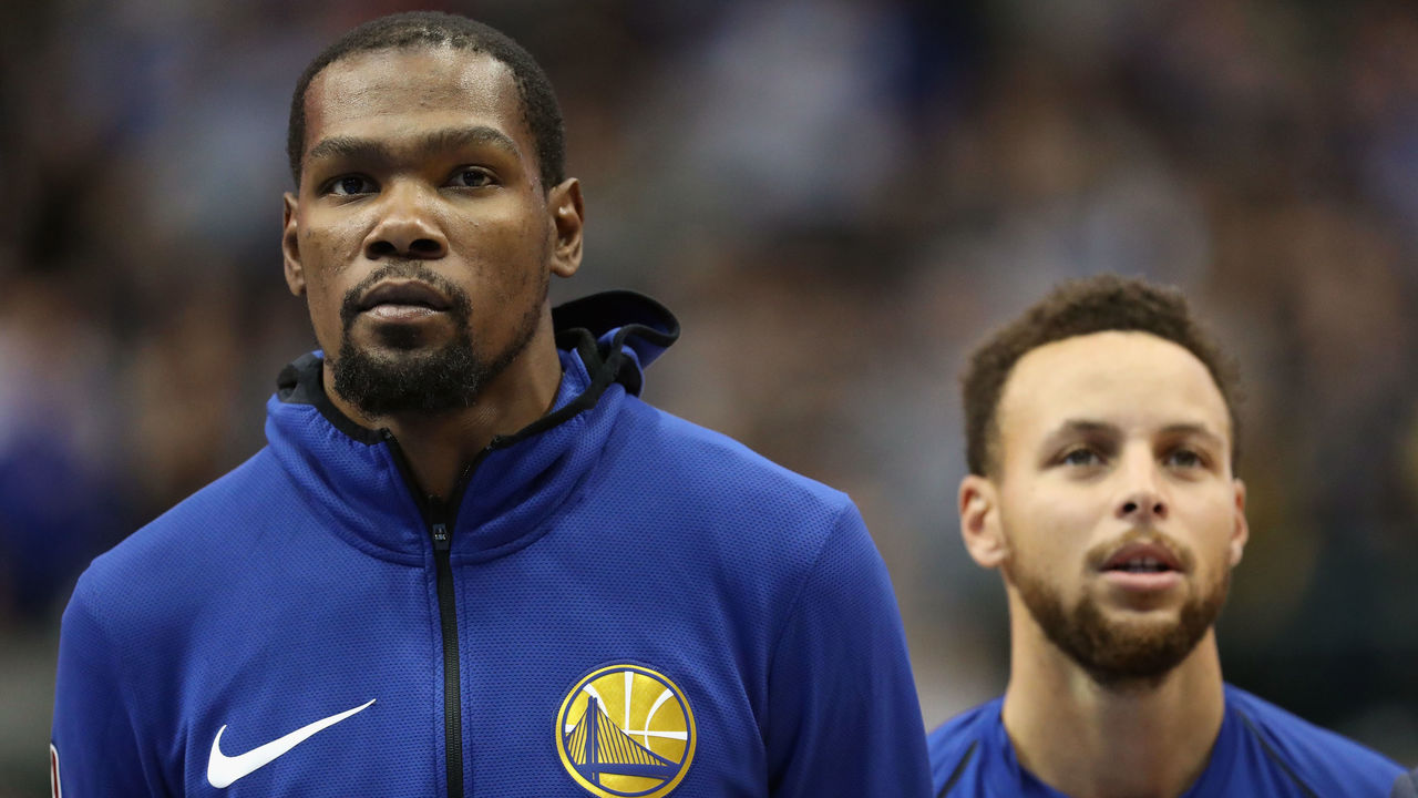 DALLAS, TX - JANUARY 03: (L-R) Kevin Durant #35 of the Golden State Warriors and Stephen Curry #30 of the Golden State Warriors at American Airlines Center on January 3, 2018 in Dallas, Texas.