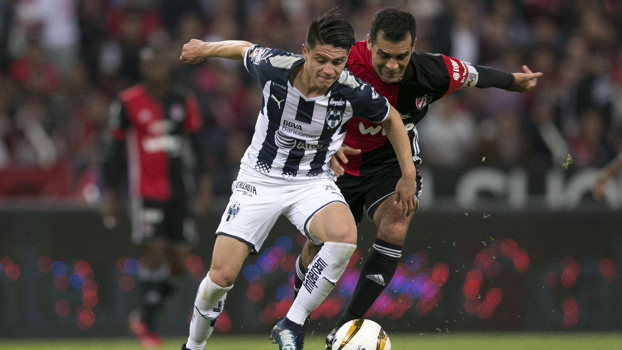 GUADALAJARA, MEXICO - NOVEMBER 23: Jonathan Gonzalez of Monterrey fights for the ball with Rafael Marquez of Atlas during the quarter finals first leg match between Atlas and Monterrey as part of the Torneo Apertura 2017 Liga MX at Jalisco Stadium on November 23, 2017 in Guadalajara, Mexico.