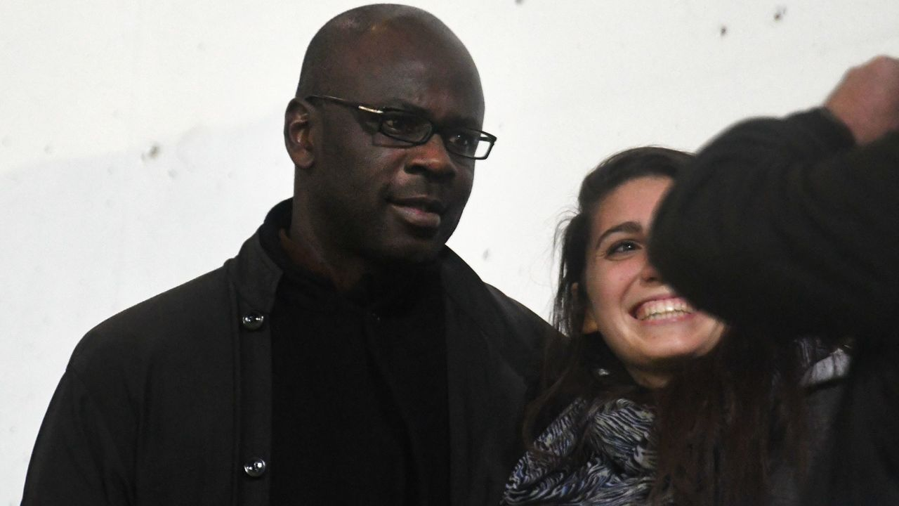 French former football player Lilian Thuram poses with a woman during the French L1 football match between Guingamp and Lille on September 16, 2017 at Roudourou stadium in Guingamp, western France. / AFP PHOTO / FRED TANNEAU