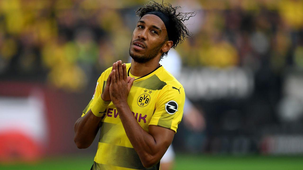 Dortmund's Gabonese striker Pierre-Emerick Aubameyang reacts during the German First division Bundesliga football match Borussia Dortmund vs Borussia Moenchengladbach in Dortmund, western Germany, on September 23, 2017. / AFP PHOTO / PATRIK STOLLARZ