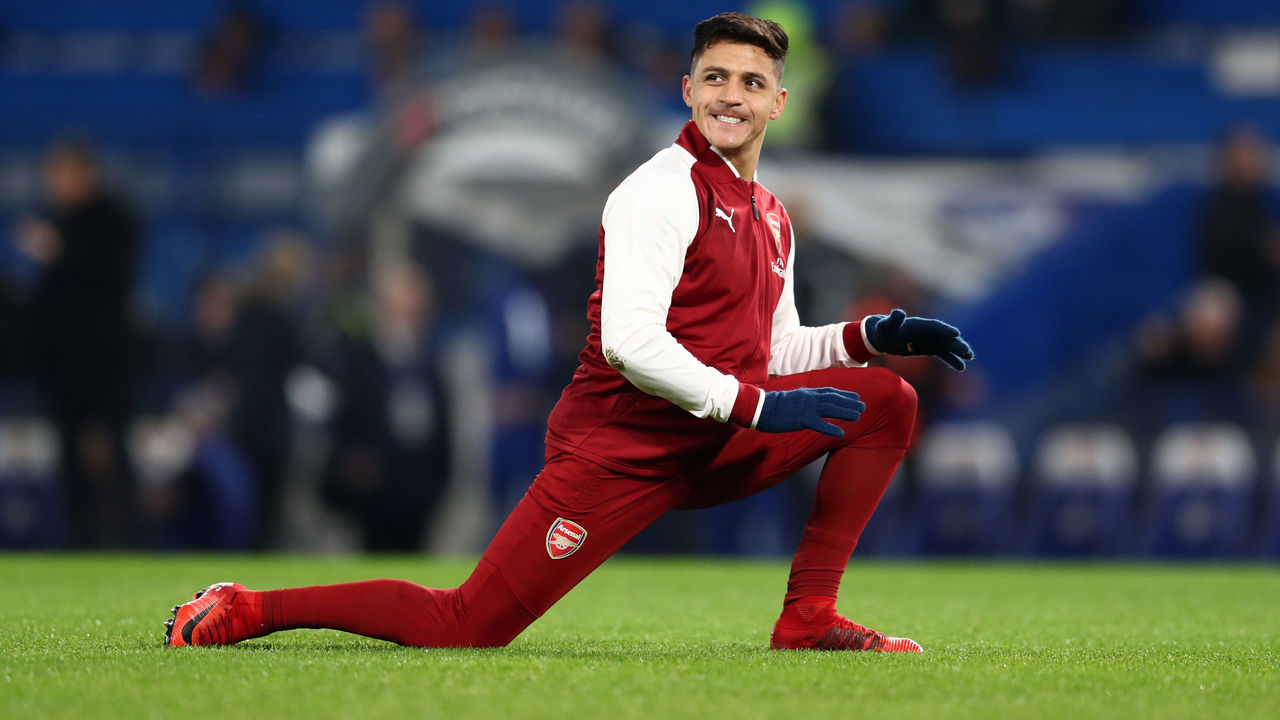 LONDON, ENGLAND - JANUARY 10: Alexis Sanchez of Arsenal warms up before the Carabao Cup Semi-Final First Leg match between Chelsea and Arsenal at Stamford Bridge on January 10, 2018 in London, England.