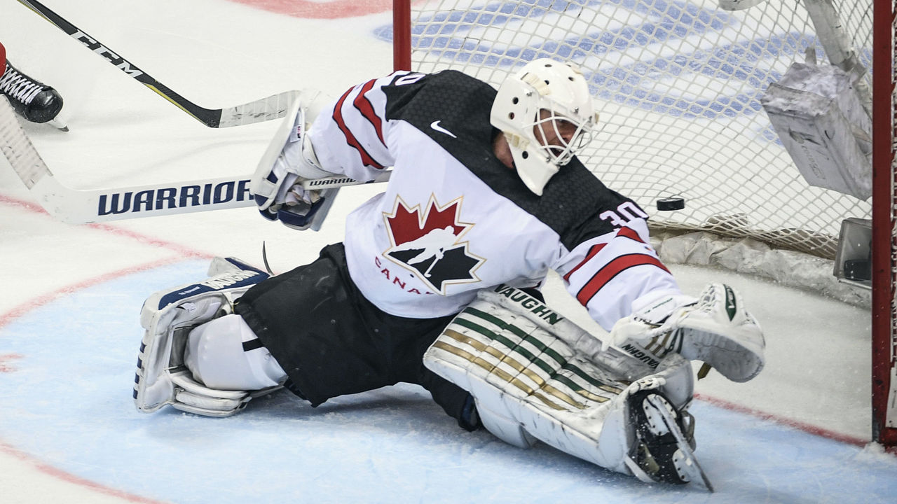 Canada's goaltender Ben Scrivens concedes a goal during the Channel One Cup of the Euro Hockey Tour ice hockey match between Canada and Russia in Moscow on December 16, 2017. / AFP PHOTO / Alexander NEMENOV