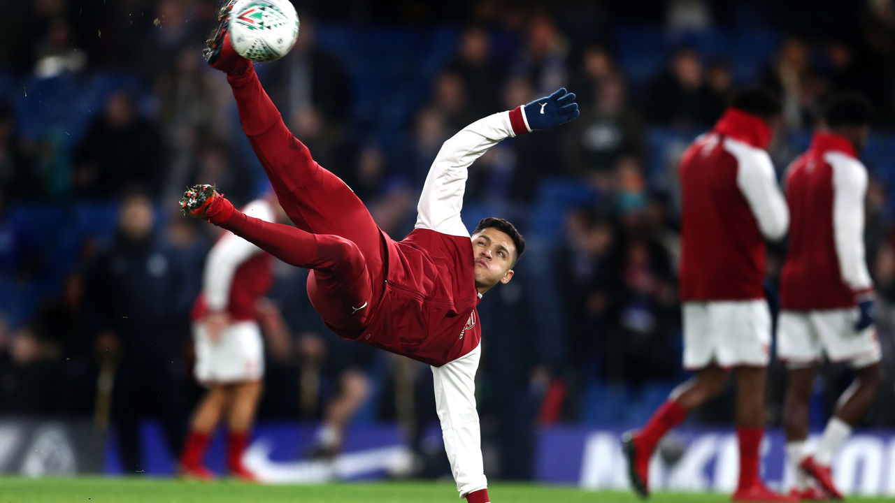 LONDON, ENGLAND - JANUARY 10: Alexis Sanchez of Arsenal warms up ahead of the Carabao Cup Semi-Final First Leg match between Chelsea and Arsenal at Stamford Bridge on January 10, 2018 in London, England.