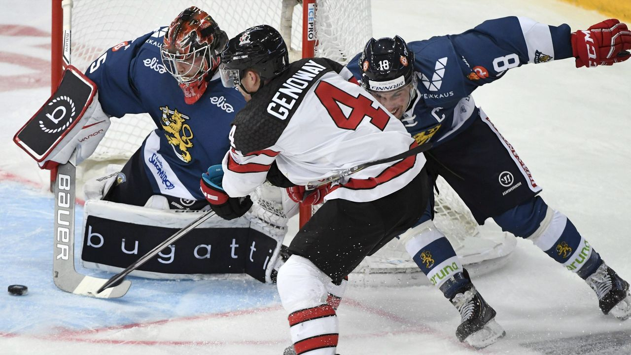 Finland's goalie Eero Kilpelainen (C) makes a save on the shot by Canada's Charles Genoway (C) during the Ice Hockey Euro Hockey Tour Karjala Cup match between Finland and Canada in Helsinki, Finland, on November 12, 2017. / AFP PHOTO / Lehtikuva / Jussi Nukari / Finland OUT