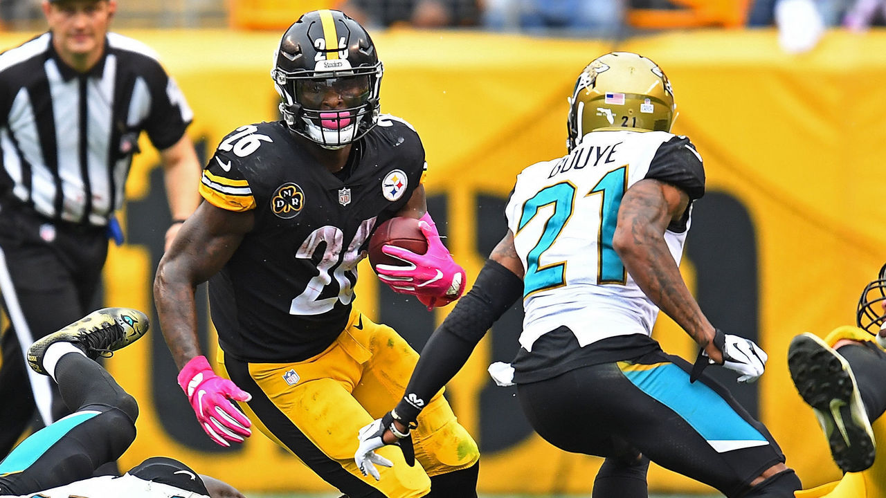 PITTSBURGH, PA - OCTOBER 08: Le'Veon Bell #26 of the Pittsburgh Steelers rushes against Telvin Smith #50 of the Jacksonville Jaguars and A.J. Bouye #21 in the second half during the game at Heinz Field on October 8, 2017 in Pittsburgh, Pennsylvania.