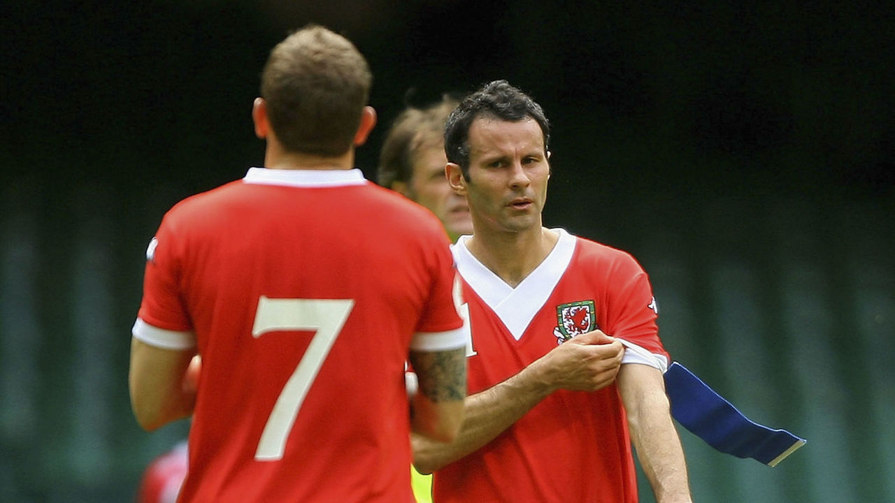 CARDIFF, UNITED KINGDOM - JUNE 02: Wales captain Ryan Giggs (r) hands over the captains armband to Craig Bellamy after being substituted on his last International appearence for his country during the Euro 2008 Group D Qualifying Match between Wales and Czech Republic at the Millennium Stadium on June 2, 2007 in Cardiff, Wales. Photo by (Stu Forster/Getty Images)