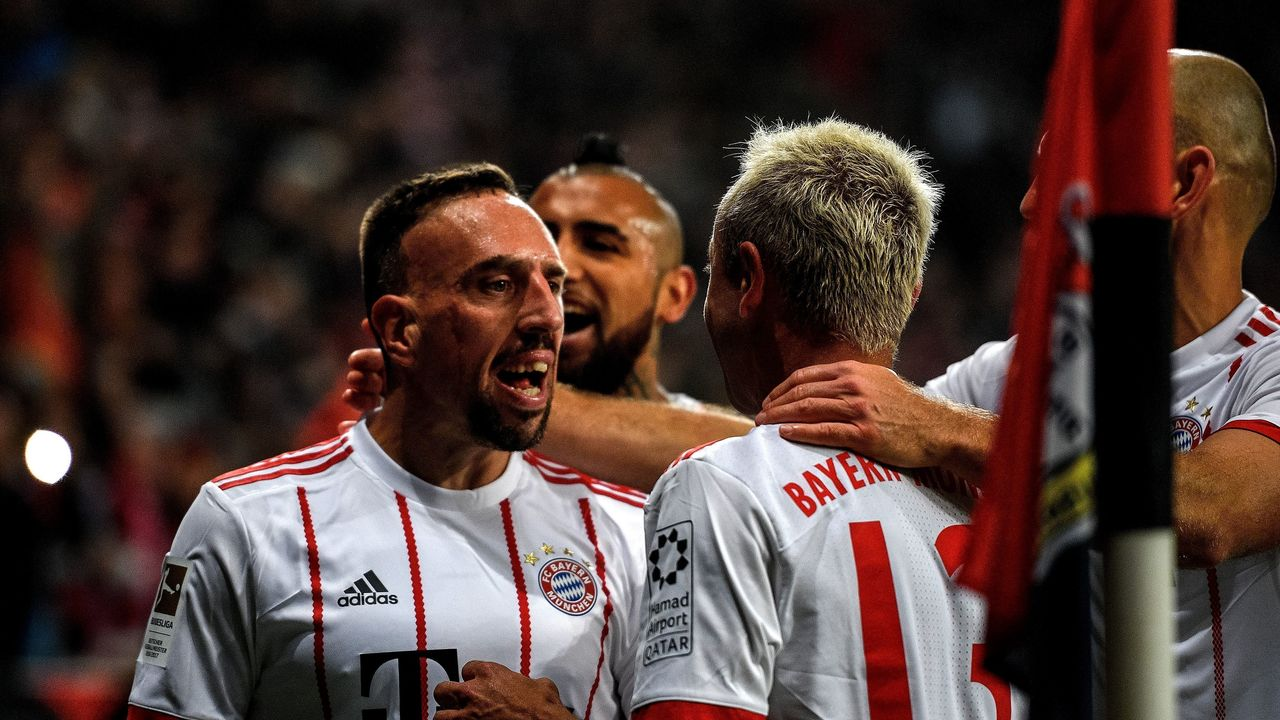 :Bayern Munich's French midfielder Franck Ribery (L) celebrates scoring with his teammates during the German First division Bundesliga football match Bayer Leverkusen vs FC Bayern Munich on January 12, 2018 in Leverkusen, western Germany. / AFP PHOTO / SASCHA SCHUERMANN / RESTRICTIONS: DURING MATCH TIME: DFL RULES TO LIMIT THE ONLINE USAGE TO 15 PICTURES PER MATCH AND FORBID IMAGE SEQUENCES TO SIMULATE VIDEO. == RESTRICTED TO EDITORIAL USE == FOR FURTHER QUERIES PLEASE CONTACT DFL DIRECTLY AT + 49 69 650050