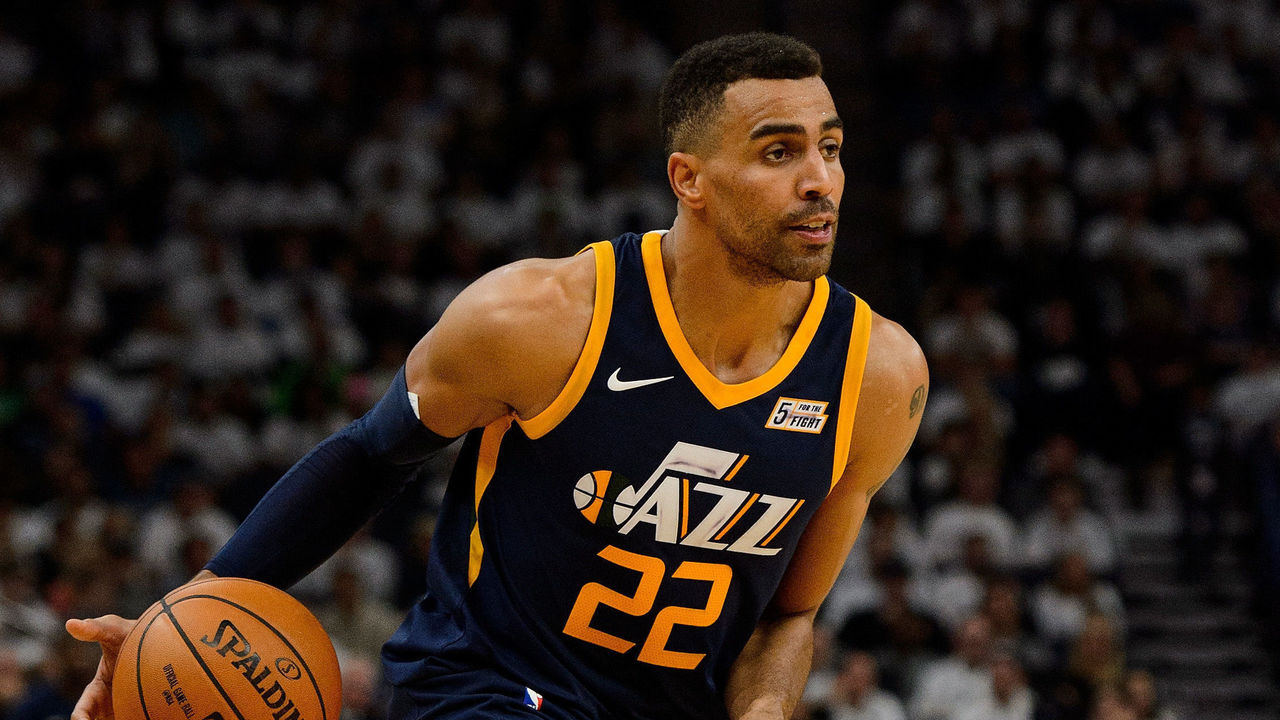 MINNEAPOLIS, MN - OCTOBER 20: Thabo Sefolosha #22 of the Utah Jazz dribbles the ball against the Minnesota Timberwolves during the game on October 20, 2017 at the Target Center in Minneapolis, Minnesota. The Timberwolves defeated the Jazz 100-97.