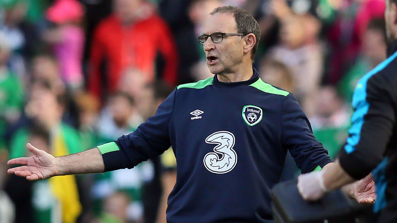 Republic of Ireland's manager Martin O'Neil gestures on the touchline during the group D World Cup qualifying football match between Republic of Ireland and Austria at Aviva stadium in Dublin on June 11, 2017. The game finished 1-1. / AFP PHOTO / Paul FAITH