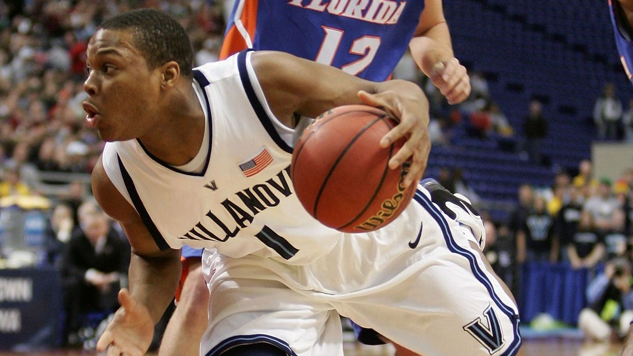 MINNEAPOLIS, MN - MARCH 26: Kyle Lowry #1 of the Villanova Wildcats drives against Lee Humphrey #12 of the Florida Gators during their Minneapolis Regional Final of the 2006 NCAA Divison I Men's Basketball Tournament March 26, 2006 at the Hubert H. Humphrey Metrodome in Minneapolis, Minnesota.