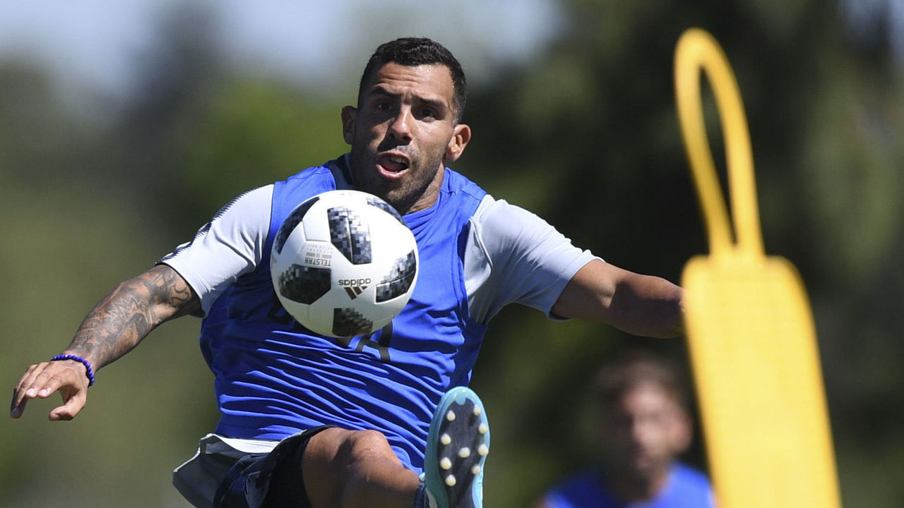 Argentine footballer Carlos Tevez takes part in a training session at Los Cardales, Buenos Aires province, on January 9, 2018. Former Manchester United and Juventus striker Carlos Tevez agreed a move back to boyhood club Boca Juniors for the third time in his carreer. / AFP PHOTO / EITAN ABRAMOVICH