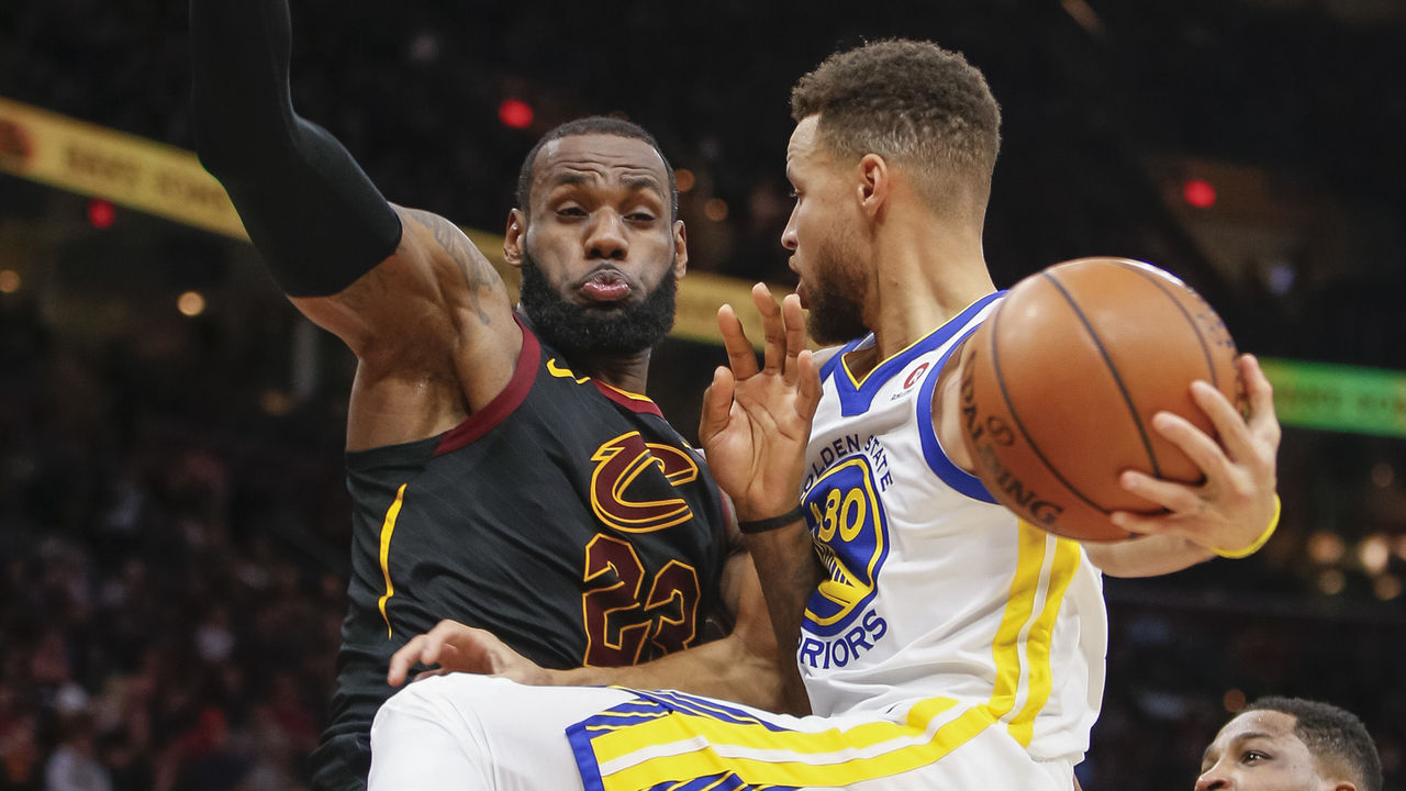 CLEVELAND, OH - JANUARY 15: Stephen Curry #30 of the Golden State Warriors collides with LeBron James #23 of the Cleveland Cavaliers while driving to the basket at Quicken Loans Arena on January 15, 2018 in Cleveland, Ohio.