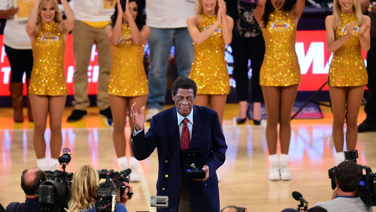 NBA legend and former Laker Elgin Baylor acknowledges the crowd upon reception of an award at halftime during the Los Angeles Lakers v Golden State Warriors NBA game at Staples Center in Los Angeles, California on November 16, 2014, where the Warriors defeated the Lakers 136-115. AFP PHOTO/Frederic J. BROWN
