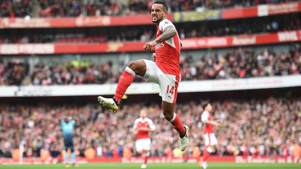 Arsenal's English midfielder Theo Walcott celebrates after scoring their second goal during the English Premier League football match between Arsenal and Swansea City at the Emirates Stadium in London on October 15, 2016. / AFP / Justin TALLIS /