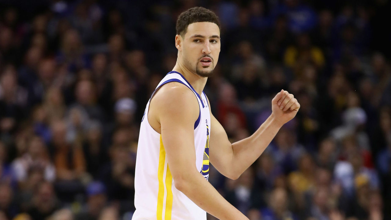 OAKLAND, CA - DECEMBER 20: Klay Thompson #11 of the Golden State Warriors reacts after the Warriors made a basket against the Memphis Grizzlies at ORACLE Arena on December 20, 2017 in Oakland, California.