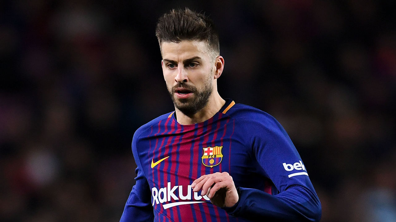 BARCELONA, SPAIN - JANUARY 11: Gerard Pique of FC Barcelona runs with the ball during the Copa del Rey round of 16 second leg match between FC Barcelona and Celta de Vigo at Camp Nou on January 11, 2018 in Barcelona, Spain.