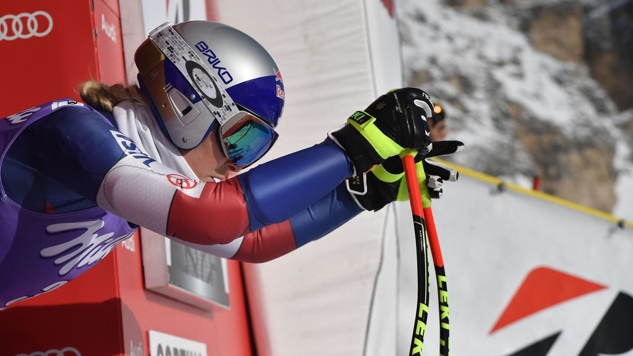 Lindsey Vonn of USA takes part in a training session on the eve of the FIS Alpine World Cup Women's Downhill replaces Val d'Isere event on January 18, 2018 in Cortina d'Ampezzo, Italian Alps. / AFP PHOTO / Tiziana FABI