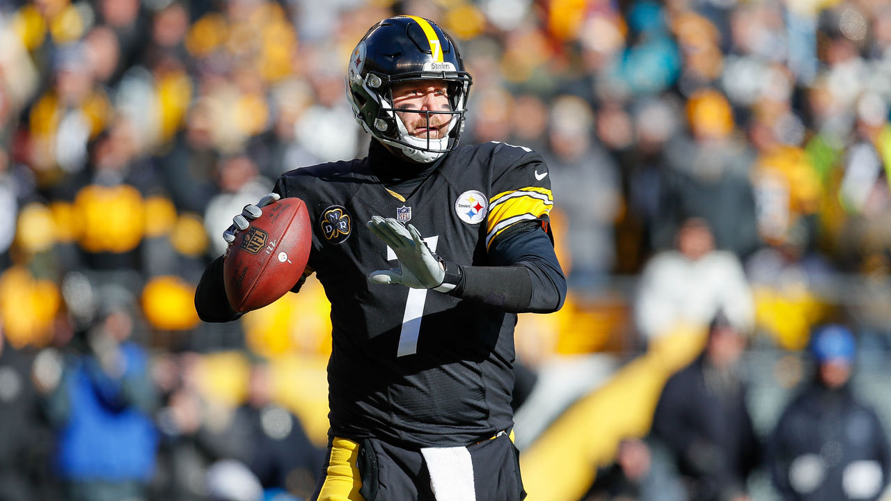 PITTSBURGH, PA - JANUARY 14: Ben Roethlisberger #7 of the Pittsburgh Steelers throws a pass against the Jacksonville Jaguars during the first half of the AFC Divisional Playoff game at Heinz Field on January 14, 2018 in Pittsburgh, Pennsylvania.