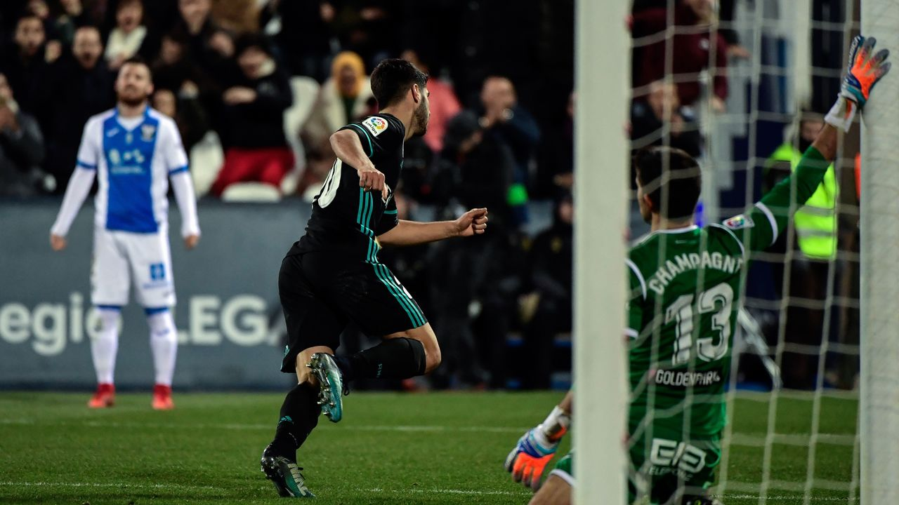 Real Madrid's Spanish midfielder Marco Asensio celebrates after scoring a goal during the Spanish 'Copa del Rey' (King's cup) football match between Leganes and Real Madrid at the Estadio Municipal Butarque in Leganes on January 18, 2018. / AFP PHOTO / OSCAR DEL POZO