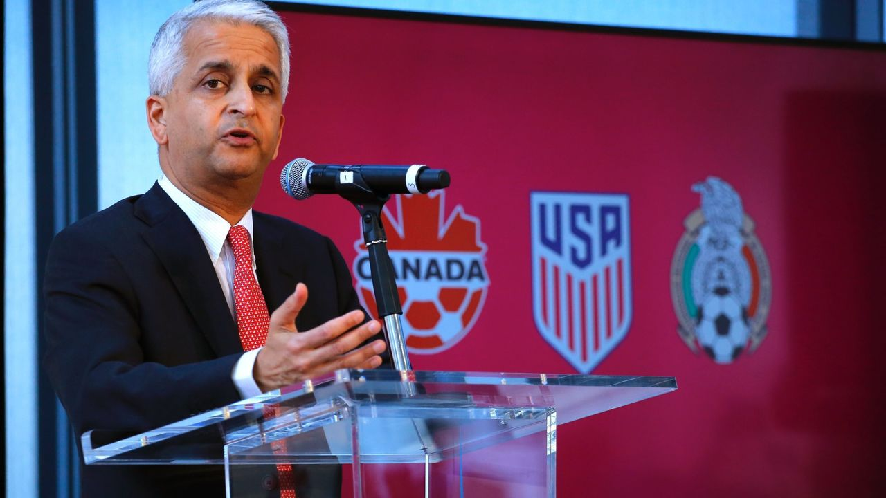 Sunil Gulati President of United States Soccer Federation attends a press conference on April 10, 2017 at the One World Trade Center in New York. The United States, Mexico and Canada announced a joint bid to stage the 2026 World Cup on Monday, aiming to become the first three-way co-hosts in the history of FIFA's showpiece tournament. / AFP PHOTO / KENA BETANCUR