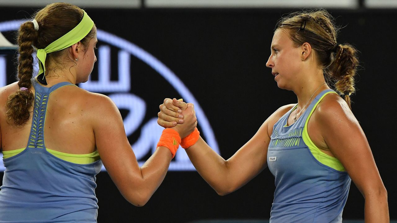 Estonia's Anett Kontaveit (R) shakes hands as she celebrates after victory over Latvia's Jelena Ostapenko during their women's singles third round match on day five of the Australian Open tennis tournament in Melbourne on January 19, 2018. / AFP PHOTO / Greg Wood / -- IMAGE RESTRICTED TO EDITORIAL USE - STRICTLY NO COMMERCIAL USE --