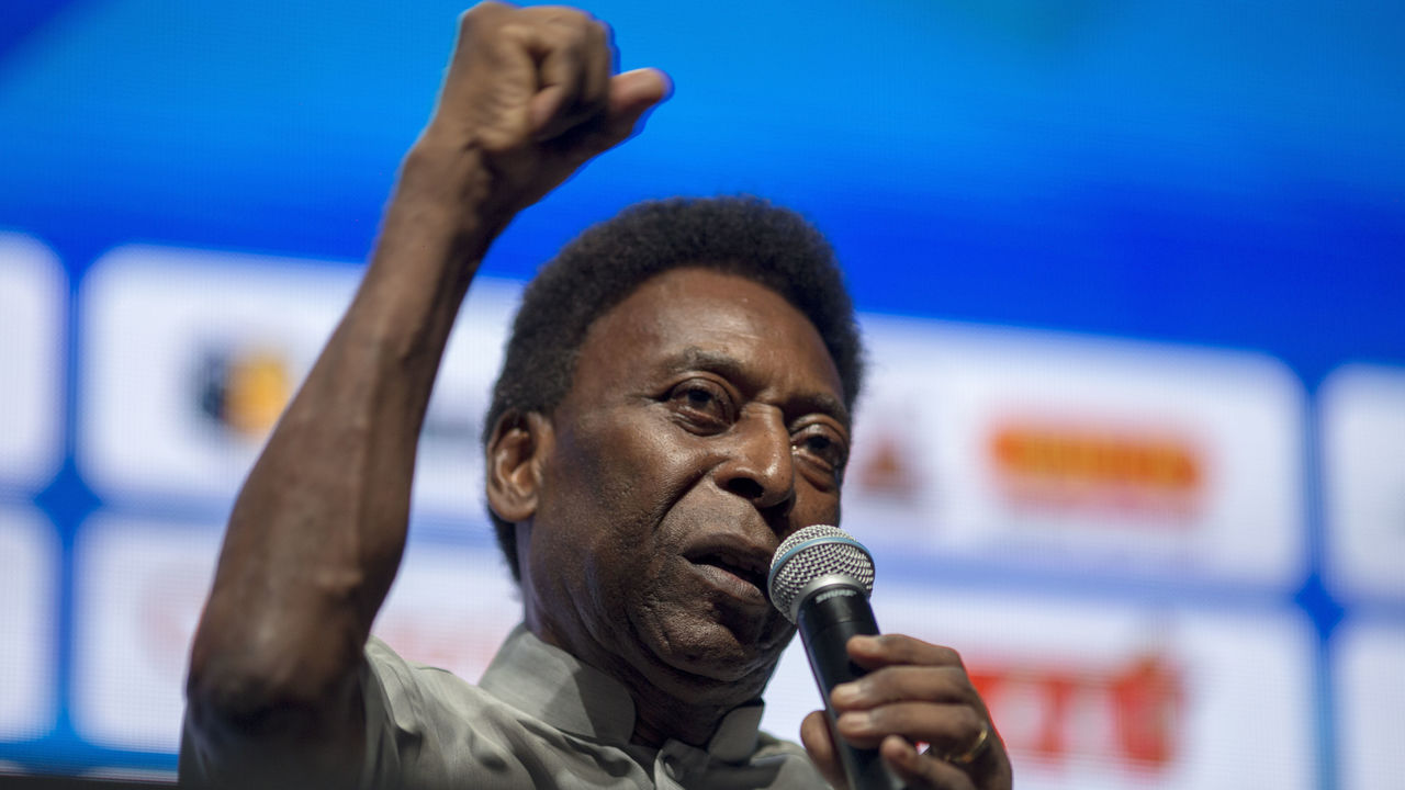 Legendary Brazilian footballer Pele, speaks during the opening event of the 2018 Carioca Football Championship at Cidade das Artes in Rio de Janeiro, Brazil, on January 15, 2018. Pele was named ambassador of the Championship. / AFP PHOTO / MAURO PIMENTEL