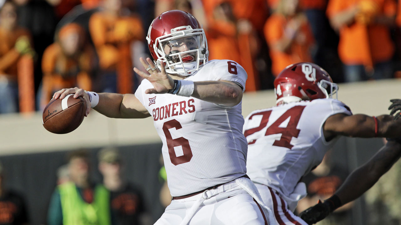 STILLWATER, OK - NOVEMBER 04: Quarterback Baker Mayfield #6 of the Oklahoma Sooners looks to throw against the Oklahoma State Cowboys at Boone Pickens Stadium on November 4, 2017 in Stillwater, Oklahoma. Oklahoma defeated Oklahoma State 62-52.