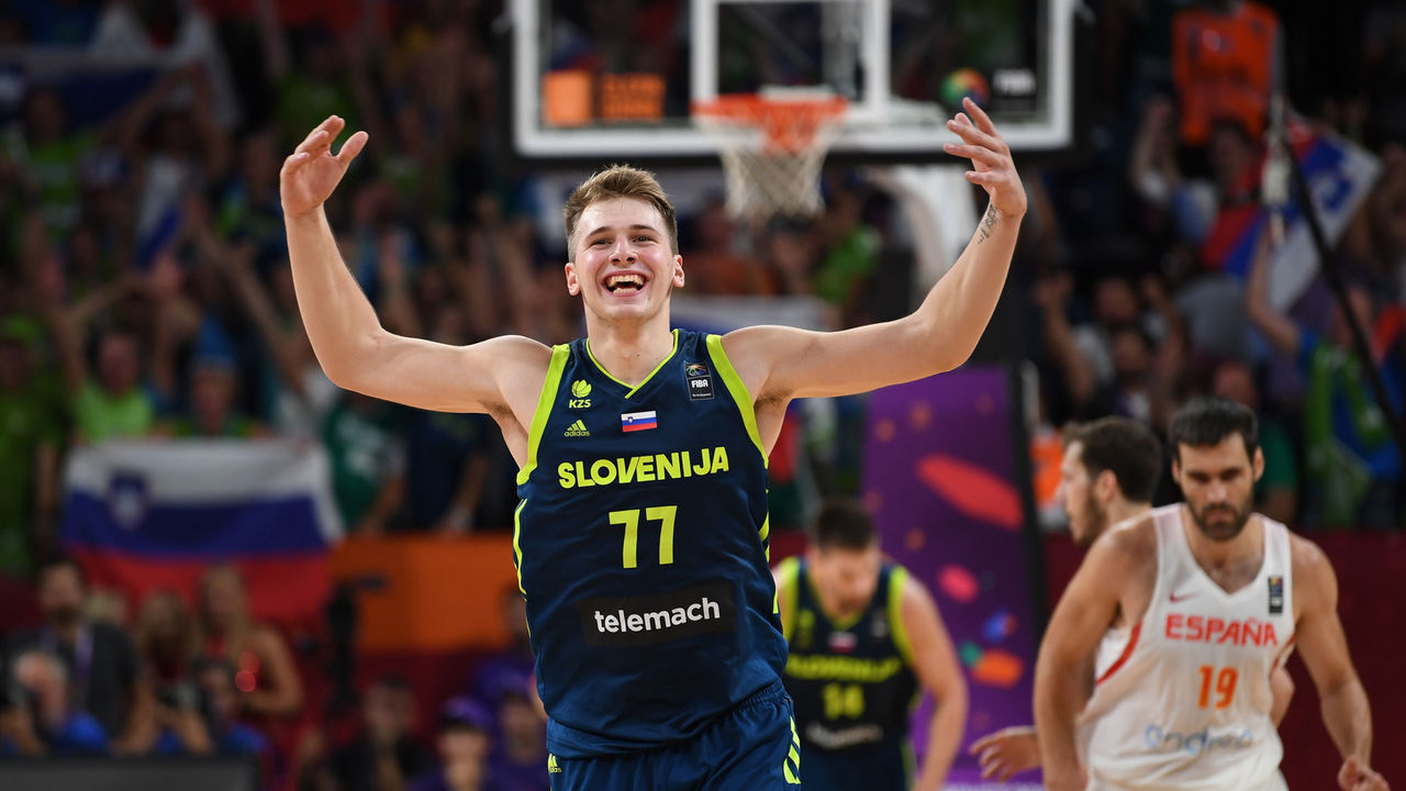Slovenia's Luka Doncic celebrates the team's win after the FIBA Eurobasket 2017 men's semi-final basketball match between Spain and Slovenia at the Fenerbahce Ulker Sport Arena in Istanbul on September 14, 2017. / AFP PHOTO / BULENT KILIC