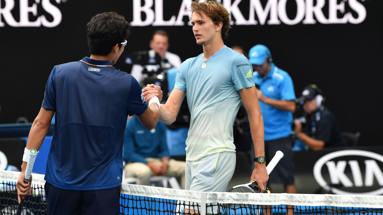 South Korea's Hyeon Chung (L) shakes hands with Germany's Alexander Zverev after their men's singles third round match on day six of the Australian Open tennis tournament in Melbourne on January 20, 2018. / AFP PHOTO / Paul Crock / -- IMAGE RESTRICTED TO EDITORIAL USE - STRICTLY NO COMMERCIAL USE --