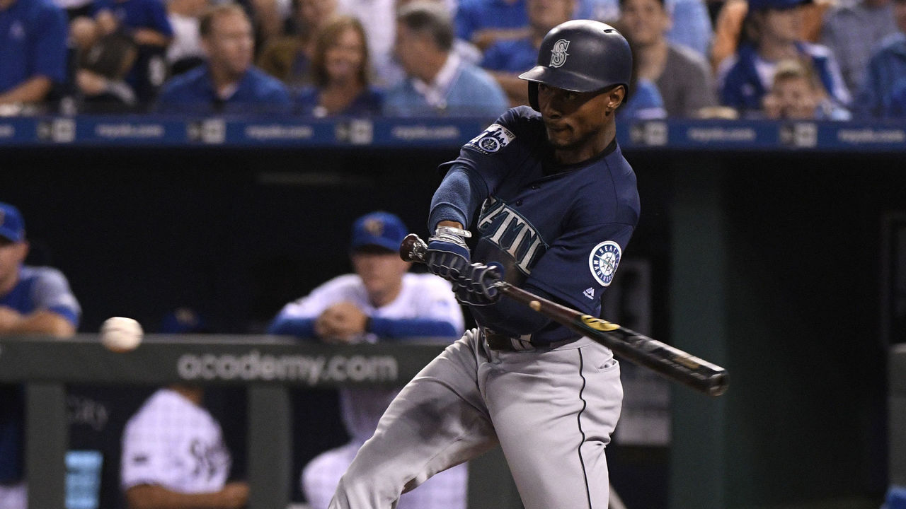 KANSAS CITY, MO - AUGUST 4: Jarrod Dyson #1 of the Seattle Mariners hits a RBI single in the seventh inning against the Kansas City Royals at Kauffman Stadium on August 4, 2017 in Kansas City, Missouri.