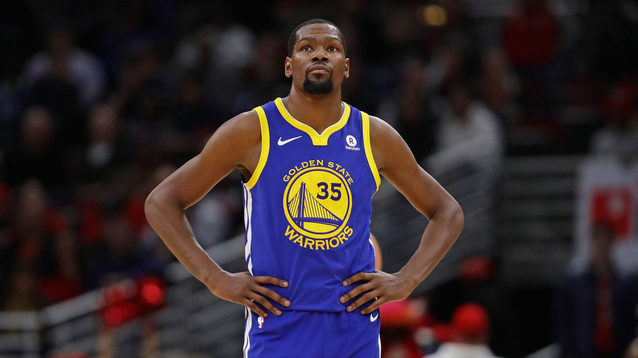 CHICAGO, IL - JANUARY 17: Kevin Durant #35 of the Golden State Warriors walks up the court against the Chicago Bulls at the United Center on January 17, 2018 in Chicago, Illinois. The Warriors defeated the Bulls 119-112.