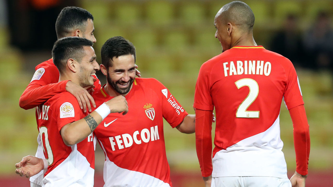 Monaco's Portuguese midfielder Rony Lopes (L) celebrates with teammates after scoring a goal during the French L1 football match Monaco versus Metz on January 21, 2018 at the Louis II Stadium in Monaco. / AFP PHOTO / VALERY HACHE