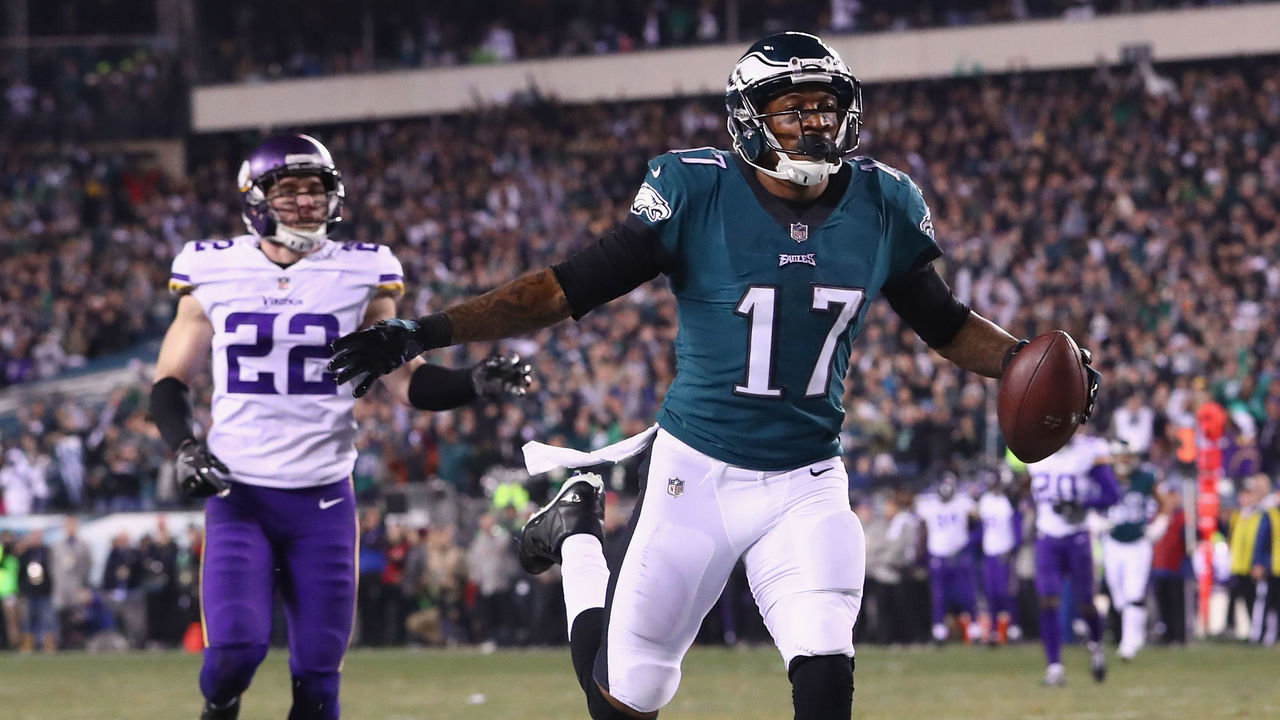 PHILADELPHIA, PA - JANUARY 21: Alshon Jeffery #17 of the Philadelphia Eagles celebrates after scoring a 53 yard touchdown reception during the second quarter against the Minnesota Vikings in the NFC Championship game at Lincoln Financial Field on January 21, 2018 in Philadelphia, Pennsylvania.