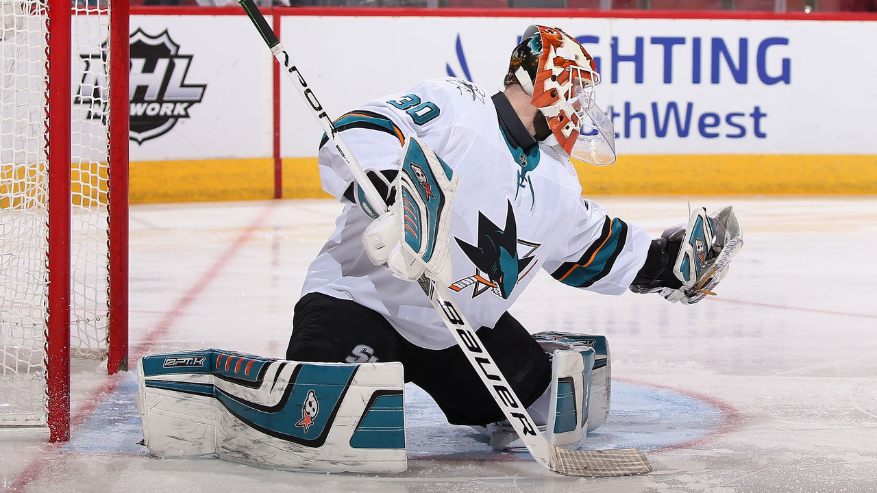 GLENDALE, AZ - JANUARY 16: Goaltender Aaron Dell #30 of the San Jose Sharks in action during NHL game against the Arizona Coyotes at Gila River Arena on January 16, 2018 in Glendale, Arizona. The Sharks defeated the Coyotes 3-2 in an overtime shootout.